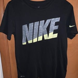 Men's athletic cut The Nike Tee